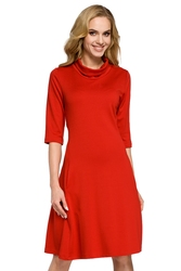 Trapezowa sukienka na co dzień z golfem czerwona moe279