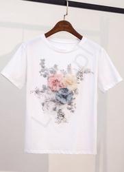 Biały t-shirt damski z kwiatami 3d