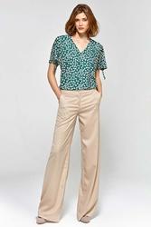 Beżowe stylowe spodnie damskie z szerokimi nogawkami