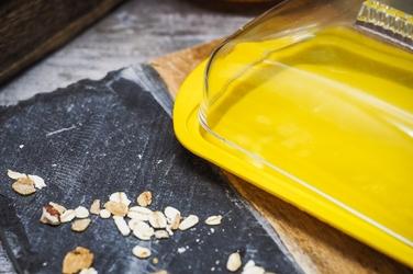 Practic maselnica plastikowa z pokrywą żółta