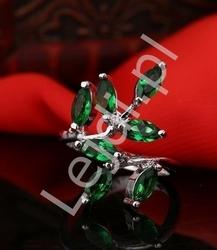 Srebrny pierścionek z zielonymi listkami z cyrkonu