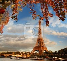 Fototapeta wieża eiffla z liści jesienią w paryżu, francja