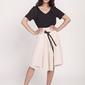 Beżowa  trapezowa spódnica z tasiemką z eko-skóry