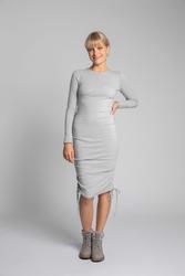 Sukienka z prążkowanej dzianiny z troczkami po bokach - jasnoszara