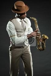Plakat czarny amerykański jazzowy saksofonista. vintage. studio strzał.