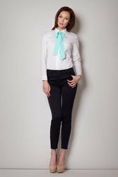 Elegancka biała koszula z miętową kokardą