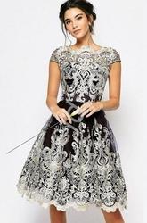 Czarna krótka sukienka z złotym haftem