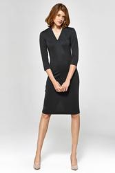 Wizytowa dopasowana sukienka z dekoltem v - czarna