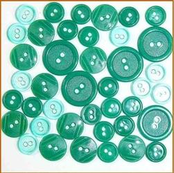 Kolorowe guziki 3 wielkości40 szt. - zielony - ZIEL