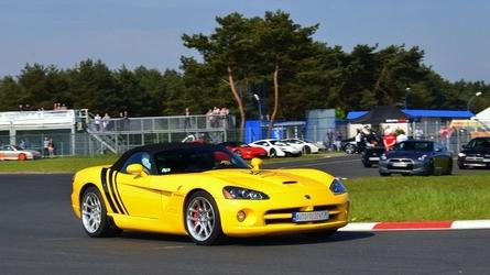 Jazda dodge viper - kierowca - tor steel ring cieszyn - 1 okrążenie