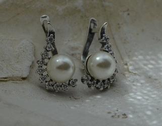 Oktawia - srebrne kolczyki z perłą i kryształkami