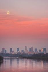 Warszawa zachodzący księżyc - plakat premium wymiar do wyboru: 50x70 cm