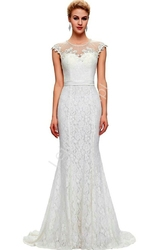 Długa biała suknia ślubna z perłami w stylu retro, vintage z perłami i gipiurą