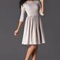Elegancka beżowa sukienka z szerokim dołem