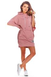 Sportowa sukienka z kapturem i kieszenią kangurką - różowa