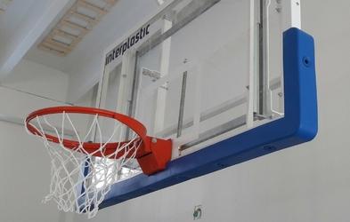 Osłona zabezpieczająca dolną krawędź tablicy do koszykówki INTERPLASTIC