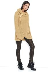 Luźny Kamelowy Sweter z Golfem z Kopertowym Dołem