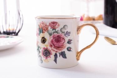 Kubek do kawy i herbaty porcelanowy ze złotym uchem altom design anemon 250 ml biały