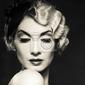 Obraz monochromatyczny obraz eleganckiej blond kobieta retro