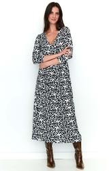 Długa wzorzysta beżowa sukienka z zakładanym dekoltem v