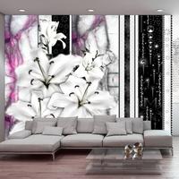 Fototapeta - płaczące lilie na fioletowym marmurze
