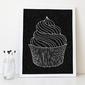 Muffin - designerski plakat w ramie , wymiary - 70cm x 100cm, wersja - na czarnym tle, kolor ramki - czarny
