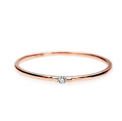 Staviori pierścionek. 1 diament, szlif brylantowy, masa 0,025 ct., barwa h, czystość si1. różowe złoto 0,585. szerokość obrączki ok. 1.5 mm. średnica korony ok. 1.7 mm.