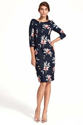 Granatowa elegancka dopasowana sukienka w kwiaty z wycięciem na plecach