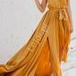 Musztardowo żółta prosta elegancka sukienka na wesele