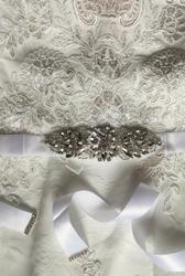 Śnieżno biały pasek do sukni ślubnej z kryształkami 944pw