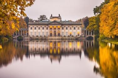 Warszawa pałac na wodzie jesienny pałac - plakat premium wymiar do wyboru: 42x29,7 cm