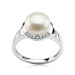 Staviori pierścionek. naturalne perły hodowlane słodkowodne. średnica 9,6 mm. 20 diamentów, szlif brylantowy, masa 0,14 ct.,białe złoto 0,585.