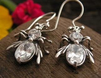 Władca much - srebrne kolczyki z kryształem