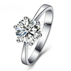 Delikatny posrebrzany pierścionek z cyrkonią