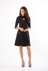 Czarna prosta sukienka na stójce z dżetami