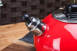 Prymus czajnik emaliowany z gwizdkiem rodos czerwony 2,5 l