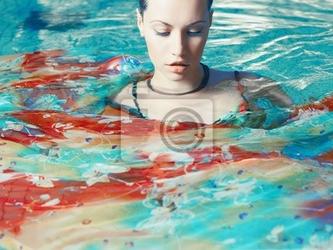 Fototapeta piękna kobieta w basenie
