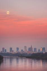 Warszawa Zachodzący księżyc - plakat premium Wymiar do wyboru: 42x59,4 cm
