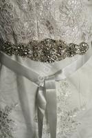 Ślubny pasek do sukien ślubnych z kryształkami i sztucznymi perełkami 910