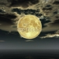 Plakat na papierze fotorealistycznym księżyc w pełni i chmury