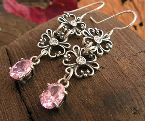 Fendi - srebrne kolczyki z różowym kryształem svarowskiego
