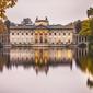Warszawa pałac na wodzie jesienny pałac - plakat premium wymiar do wyboru: 70x50 cm