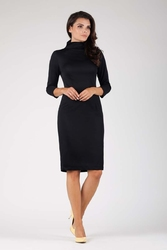 Czarna elegancka dopasowana sukienka z golfem