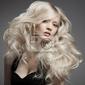 Obraz piękne blond kobieta. kręconymi długimi włosami