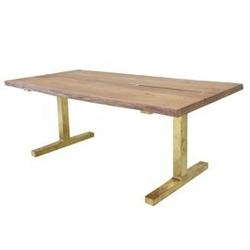 Hk living :: stół z drewnianych desek i podstawą z mosiądzu