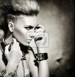 Obraz rocker style fashion model portret dziewczyny. czarno-biały