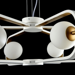 Żyrandol szklane kule w metalowych ramkach biało-złotych avola maytoni modern mod431-pl-06-wg