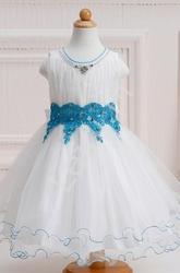 Cudowna biała sukienka z błękitną koronką i kryształkami dla dziewczynek