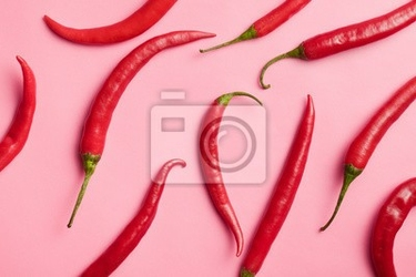 Naklejka papryka chili na różowym tle