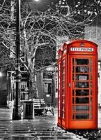 Czerwone budki telefoniczne - fototapeta